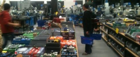Mudclub doet inkopen bij HBM Machines.